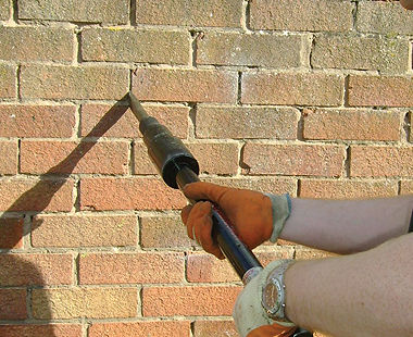 Mortar removal with long-reach chisel