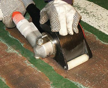 Escarificadores manuales neumáticos removiendo pintura