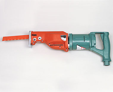Air reciprocating saw with orbital stroke