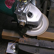 Reduced sparking grinding discs