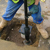 Pole tamper for dirt and asphalt