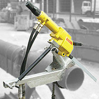 Auto-feed hacksaw clamp