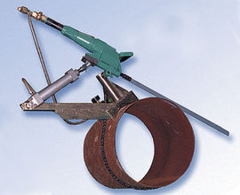 Self-feeding Pipe Clamp for Pneumatic Hacksaw
